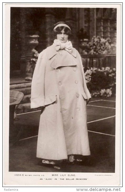 """Photo Post Card AK Alte Ansichtskarten CPA Artiste MISS LILY ELSIE The Dollar Princess Die Dollarprinzessin 1909 «Актриса Мисс Лили Элси» Сцена из оперетты """"Долларовая принцесса"""" Англия."""
