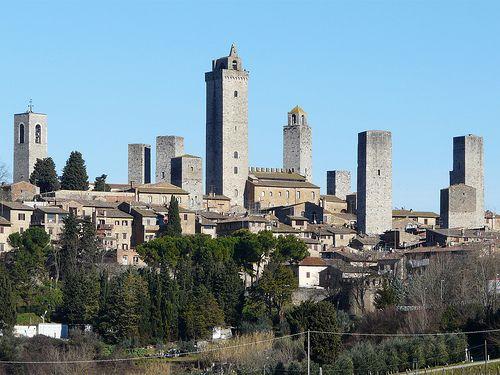 2º de los 2 capítulos que narran un viaje a la Toscana. San Gimignano y sus torres. Volterra, entre Etruria y Crepúsculo.Monteriggioni y el círculo del infierno