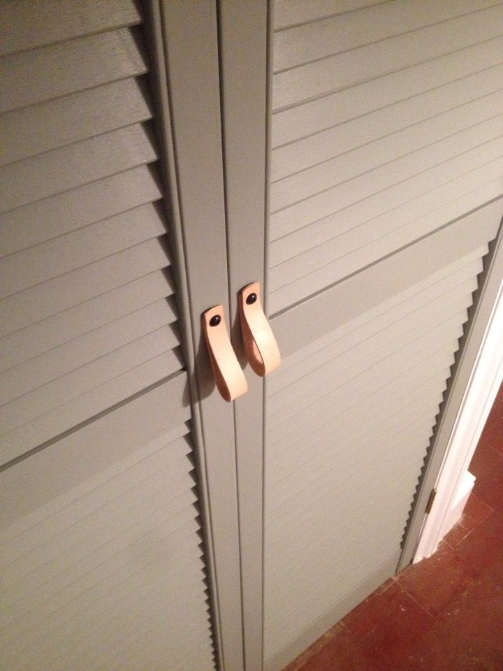 Farrow & Ball Pigeon louvred door. Simple leather handles.
