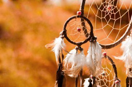 Die Kultur der Indianer umfasst eine beliebige Anzahl von Symbolen über jedes Tier, das man sich erträumen könnte.  In diesem Beitrag richten wir unseren Fokus auf die 'Geburts-Tiere' - des Indianer Tierkreises. Wie im modernen Horoskop glaubten auch die indigenen Stämme, dass eine Person, die unt