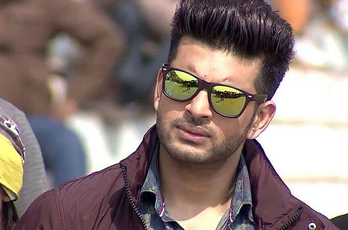 """Popular television actor Karan Kundra, who shot for digital survival series """"Stupid Man Smart Phone"""" -- wherein a smartphone and a super netw"""
