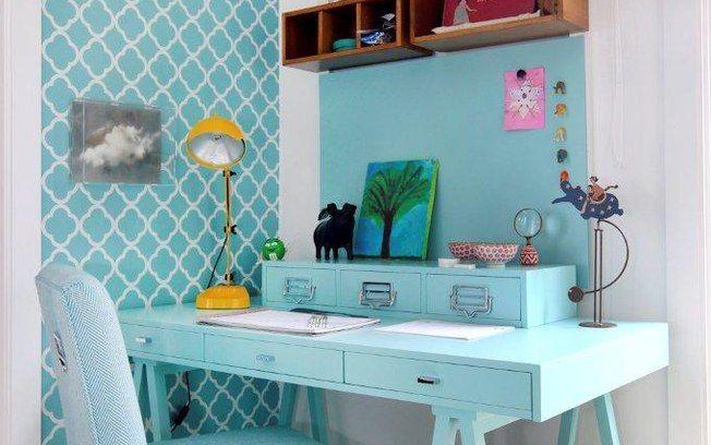 Marina fugiu do acabamento brilhante nos móveis e apostou em uma estética fosca de azul. Foto: Divulgação / Fabio Zanzeri