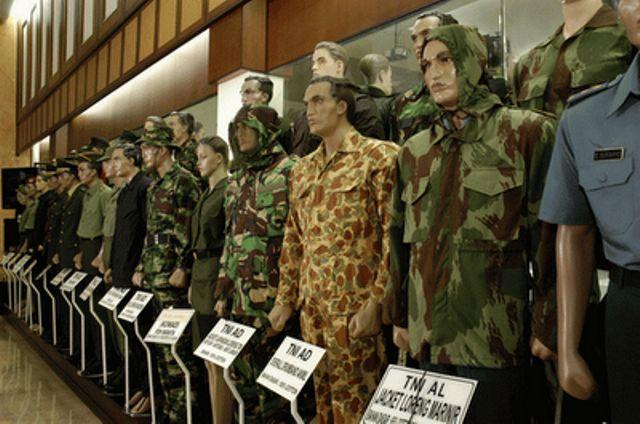 30 Negara Kenakan Seragam Militer Buatan Indonesia