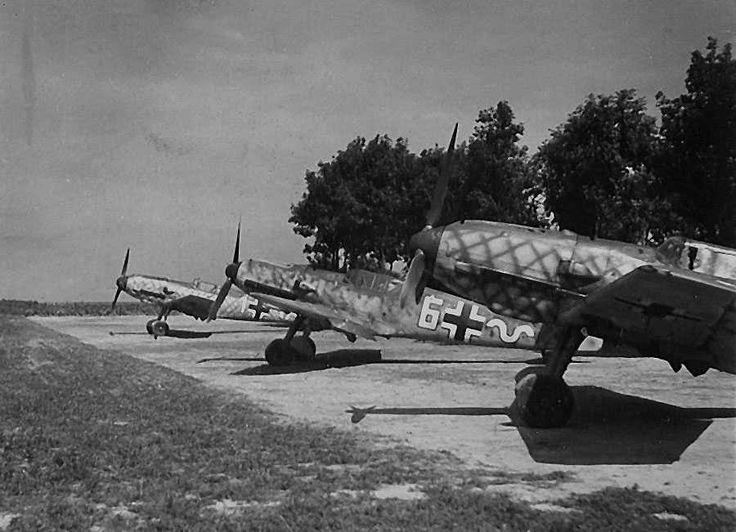 Messerschmitt Bf 109E-3's France September 1940 (Note the unusual 'lattice' camouflage)