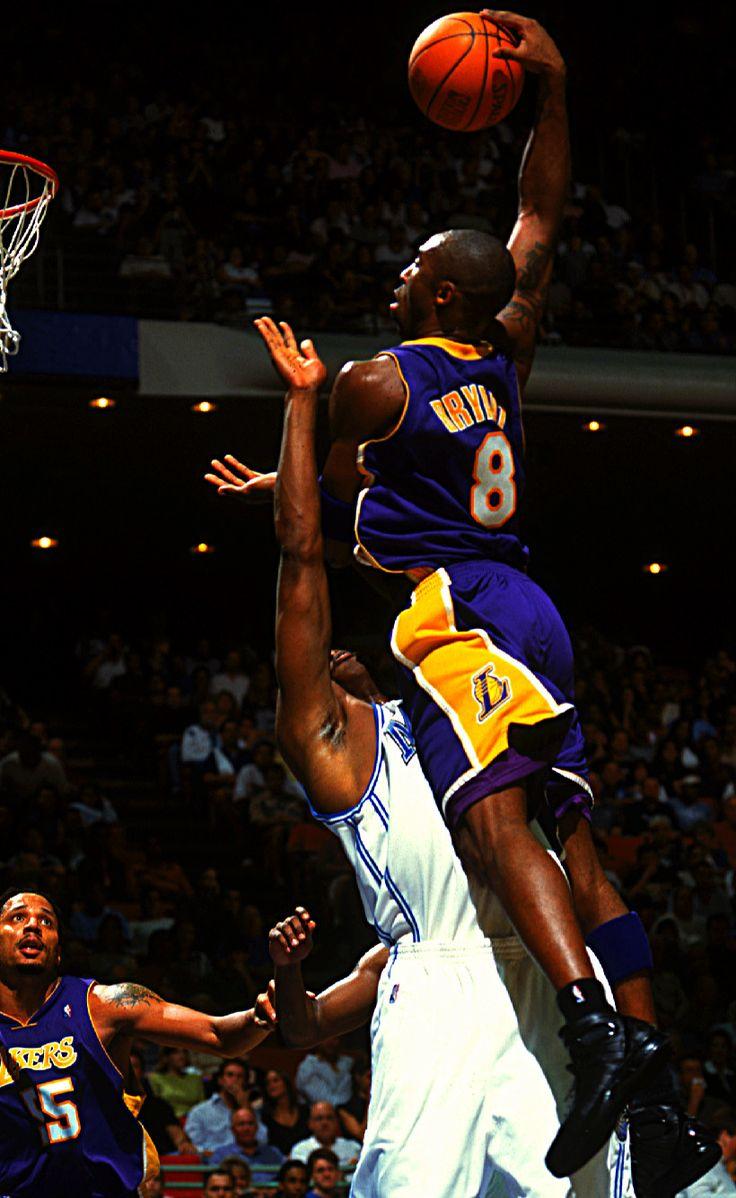 Kobe dunks on Dwight Howard