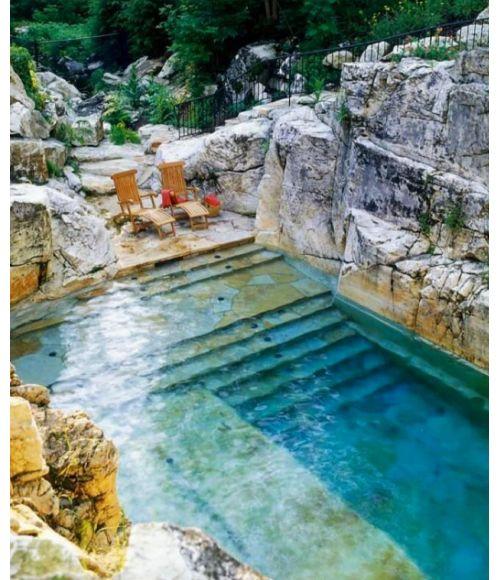 Une piscine dans la roche