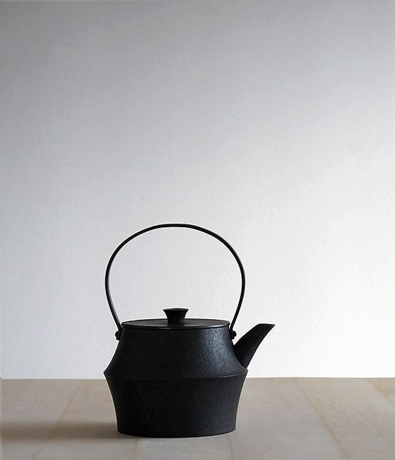 Japanese cast iron kettle from Analogue Life | Remodelista
