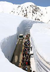 tateyama 雪の大谷ウォークと立山黒部アルペンルートの紹介・長野県で雪の壁を体験できる場所