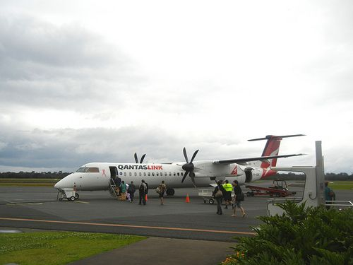 DHC-8 Q400 VH-QOK Flight: QF2117 (same flight as depicted in this photo) From: CFS To: SYD