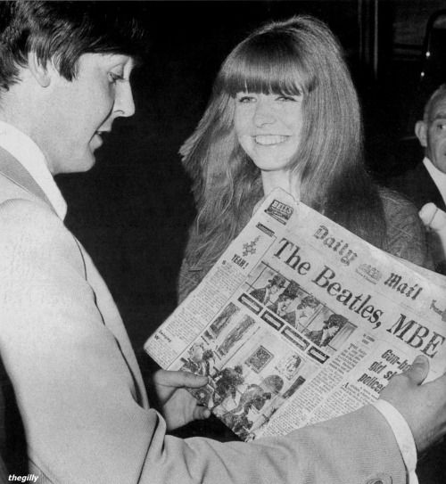 11th June 1965. Returning from his holiday in Portugal, Paul with girlfriend Jane Asher reads the Daily Mail headline banner that The Beatles were in the news again.