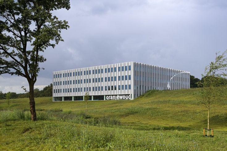 Oranjewoud Oosterhout duurzaam kantoor in geluidswal geopend. Expona Freeline by Leoxxbv