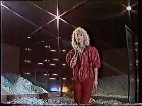 Iveta Bartošová- ÚTOČ LÁSKOU (1988) - YouTube