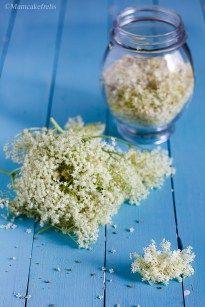 Lo Sciroppo di fiori di Sambuco fatto in casa. 5 ricette diverse: ricetta semplice, senza zucchero, con acido citrico, con vino bianco, con aceto di mele.