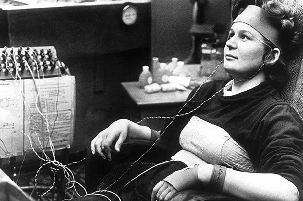 Durante los entrenamientos, Valentina Tereshkova, se entrenó para aumentar la resistencia del organismo a las condiciones del vuelo espacial. Los entrenamientos incluían la cámara térmica, donde había de permanecer con un traje de vuelo a temperatura de 70 grados centígrados y humedad de 30 por ciento; así como la cámara de privación sensorial, donde los futuros cosmonautas, privados de todo contacto con el mundo exterior, debían pasar 10 días. Asimismo pasó el entrenamiento en ingravidez