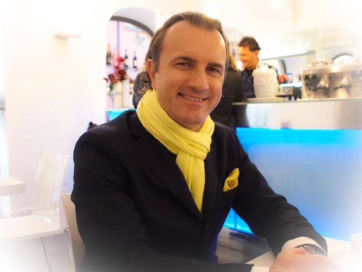 Nice contrast with yellow scarf and navy blazer.
