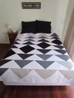 PDF Pattern - Ombre Flying Geese - Modern Quilt - Immediate Download by QuiltAroundTheClock on Etsy https://www.etsy.com/au/listing/579194524/pdf-pattern-ombre-flying-geese-modern