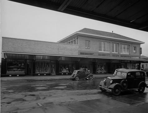 [Shopping centre at Yallourn, September 1949.]