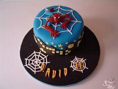 Tarta Spiderman. Bizcocho de chocolate
