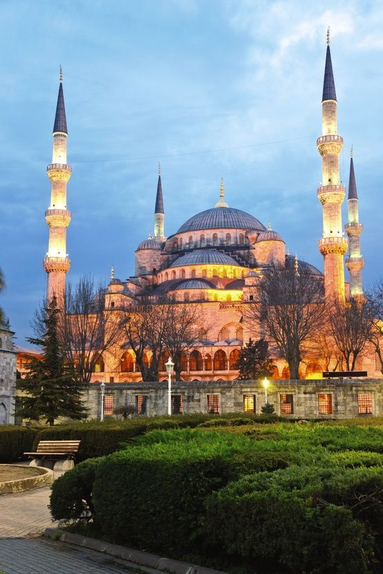 Blue Mosque, Istanbul - One of 5 Famous Landmarks for this weeks #TravelPinspiration on the blog: http://www.ytravelblog.com/travel-pinspiration-5-famous-landmarks/