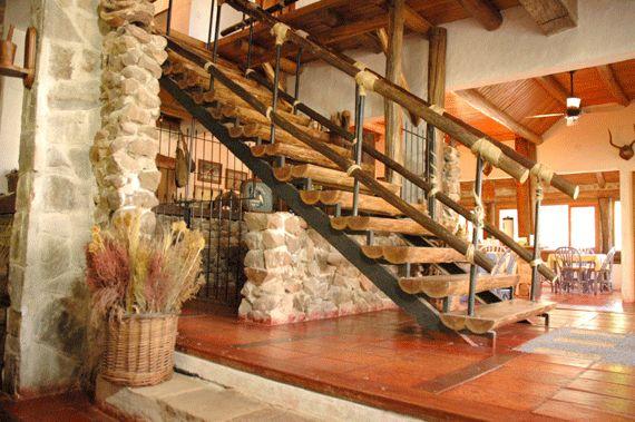 Las 25 mejores ideas sobre escaleras r sticas en for Escaleras interiores casas rusticas
