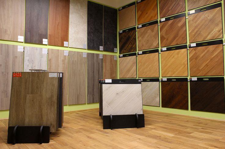 Vinylová podlaha je podlahová krytina z tvrzeného PVC, která se skládá z několika na sebe nalisovaných vrstev. Na vrchní vrstvě je fotografický dekor chráněný transparentní nášlapnou vrstvou. Kvalitní vinylové podlahy jsou chráněny PUR ochrannou vrstvou, která zabraňuje špinění a ulehčuje údržbu. Tyto podlahy jsou odolné vůči vlhkosti.  http://podlahove-studio.com/80-vinylove-podlahy
