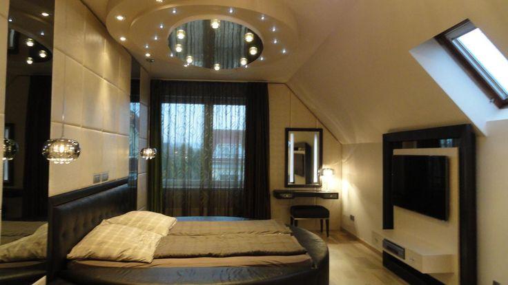 Tetőtéri hálószoba - Modern hálószoba kerek álmennyezettel, luxus hatású részletekkel -  ötletek
