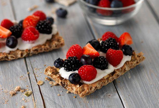Ryvita topped with Vanilla Greek Yogourt & Berries