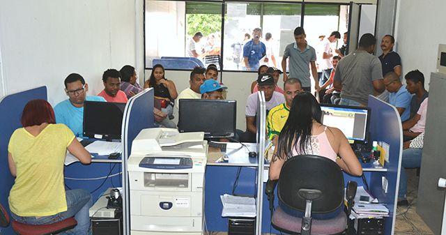 SECRETARIA DE TRABALHO DIVULGA 726 VAGAS DE EMPREGO