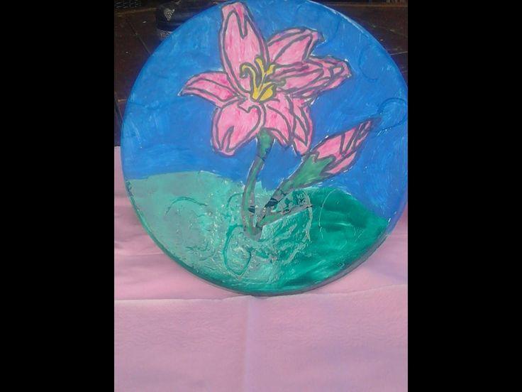 Πιατάκι  με ενα όμορφο λουλούδι  & στην τιμή του ειναι 5 €
