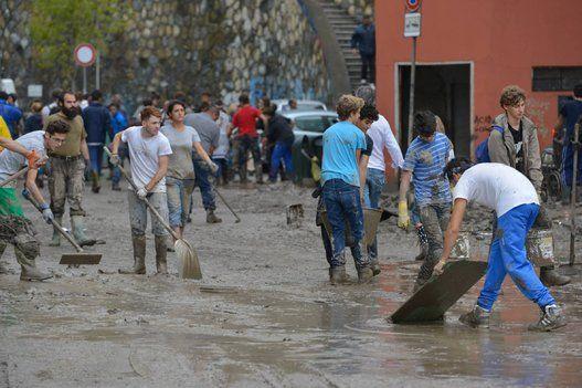 Gli angeli del fango a Genova