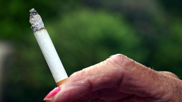 Experts debate smoking ban in outdoor public spaces |BBC News