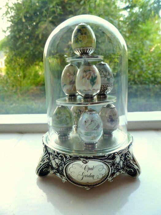 House of Faberge - Opal garden 8 Faberge eieren in een glazen stolp limited edition - Catawiki