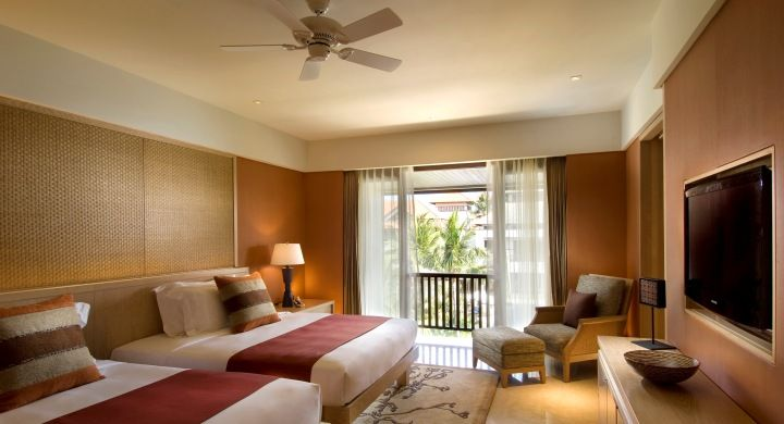 Spacious, stylish and luxurious 110 square meters suite with 1 king bed or 2 queen beds