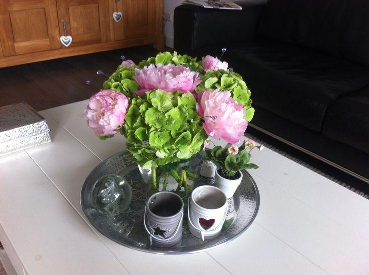 Roze pioenen met hortensia's