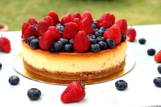 Nem elég, hogy isteni finom és gyönyörűen néz ki, de ebből a desszertből minden diétázó is jó étvággyal ehet, hiszen cukor nélkül kés...