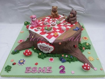 Teddy bear picnic cake. Wish I was talented enough to pull this off. The tree stump is so cute!