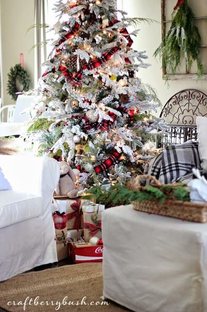 I love the rustic glam of the tartan garland on this flocked tree from Lucy at Craftberry Bush.Woodland Christmas tree