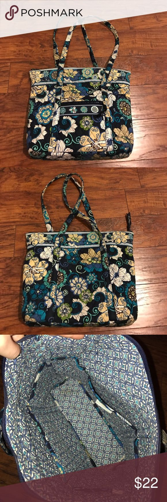 Vera Bradley medium tote Vera Bradley medium tote, great condition, no tears or pulls on the fabric, zipper works perfectly Vera Bradley Bags Totes