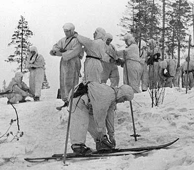 Suojeluskuntalaisia talvivarusteissa, 1930-luku