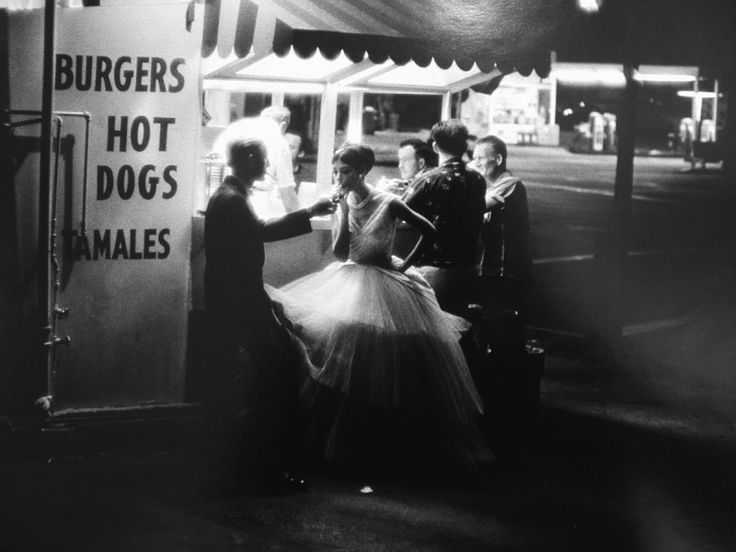 Audreys Hot dog stand, Los Angeles, 3 am, 1961  William Claxton