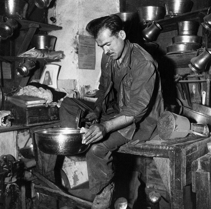 Evans, περ. 1950, χαλκωματάς στα Γιάννενα.