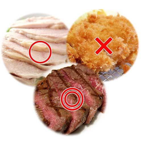 https://itunes.apple.com/jp/app/minnaga-shouseta!1ri5fen-shuidemo/id581817739?mt=8 【太らないお肉の調理法】 代表的な調理法として下記の3つがあります。  1.焼く 2.ゆでる 3.揚げる  最もカロリーが高い調理法はなんでしょう?  もちろん「3.揚げる」ですよね。 揚げ物は衣もそうですが、 大量の油を吸い込みます。  ダイエット時は我慢しましょう。  「1.焼く」は家庭で最もやられる 調理法ですが、実はこの「焼く」 というのも、どうやって焼くかによって 摂取カロリーが50kcal前後 変わってきます!(同量のお肉で比較)  「フライパンで焼く」と+50kcal!と 覚えておきましょう。 理由は「油が逃げない」ためです。  太りにくい焼き方としては 「網で焼く(グリルパン含む)」のが ベストです。  余計な脂が全て落ちてくれるので、 お肉も一気に太りにくい食材になります。  実はこの「網焼き」がどんな調理法よりも ヘルシー!…
