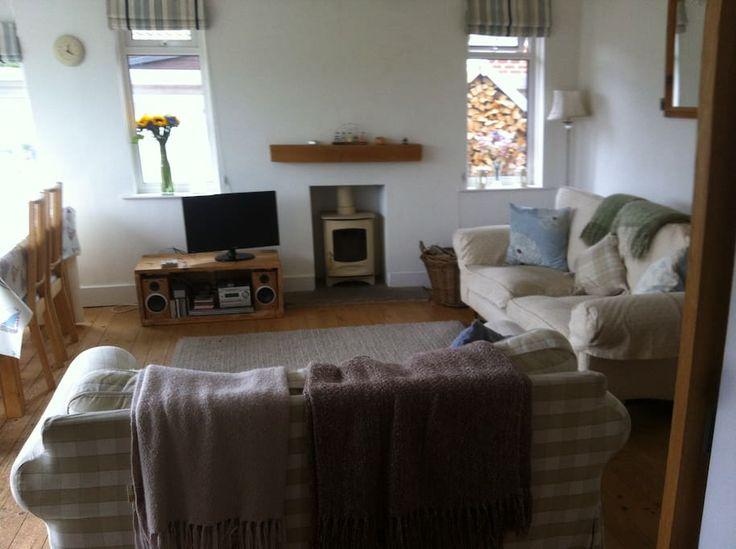 Schau dir dieses großartige Inserat bei Airbnb an: Bright and cosy, a 'Stonesthrow' from the beach! - Häuser zur Miete in West Wittering, England, Vereinigtes Königreich
