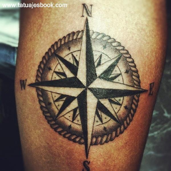 Tatuajes de la rosa de los vientos 22