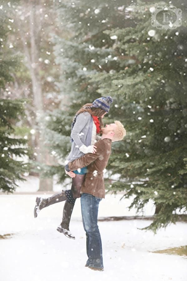 Winter Photo Session, Engagement Picture,  Christmas Card Photo Idea