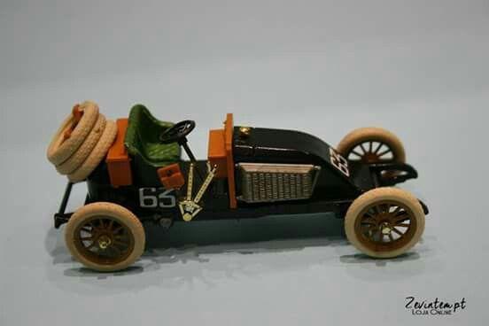 Miniatura de carro de corrida em metal