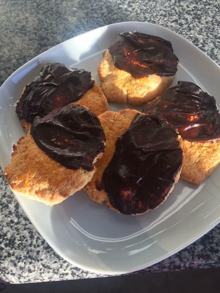 Bolachas húngaras com cacau, sem açúcar com farinha de coco