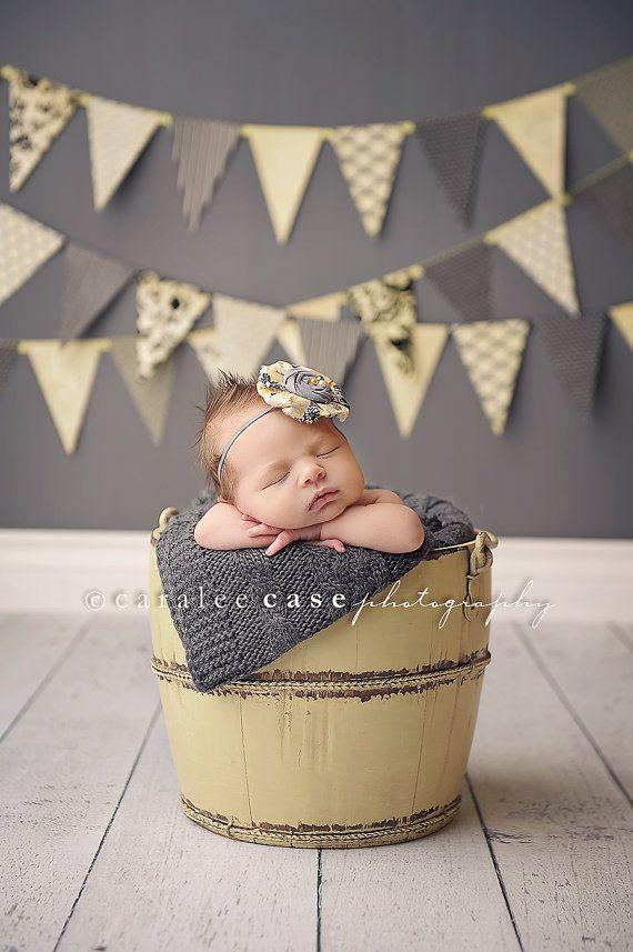 Reese-grijs en geel Delia stijl bloem en door babybirdieboutique