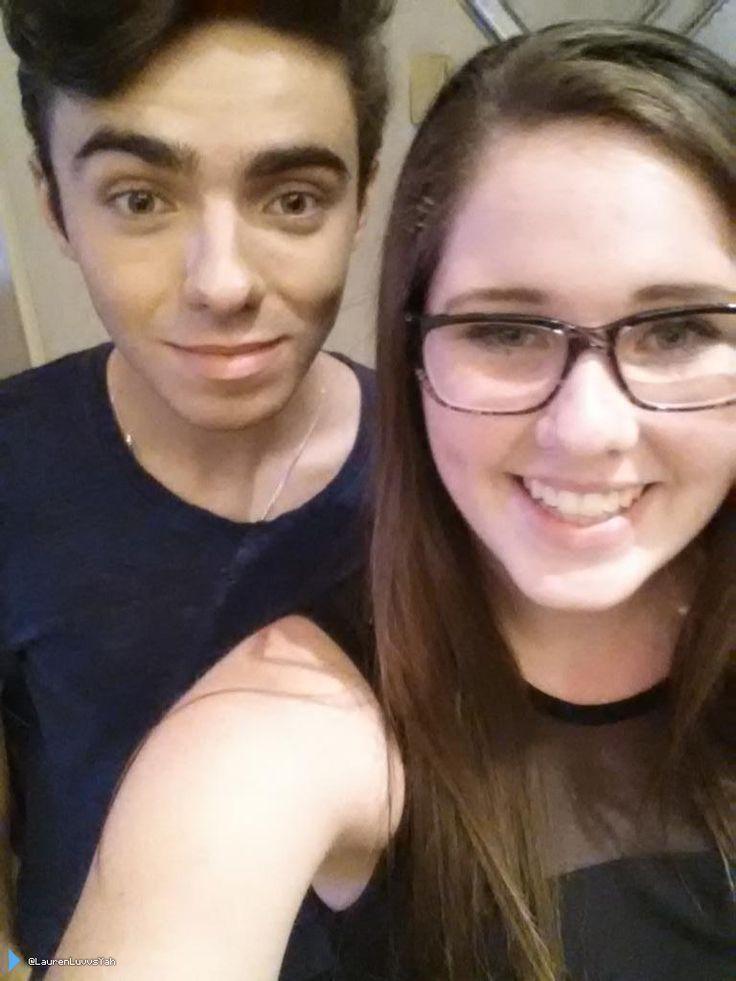 Nathan com fã (@LaurenLuvvsYah) no hotel dele em Nova York, nos Estados Unidos. (23 jul.)