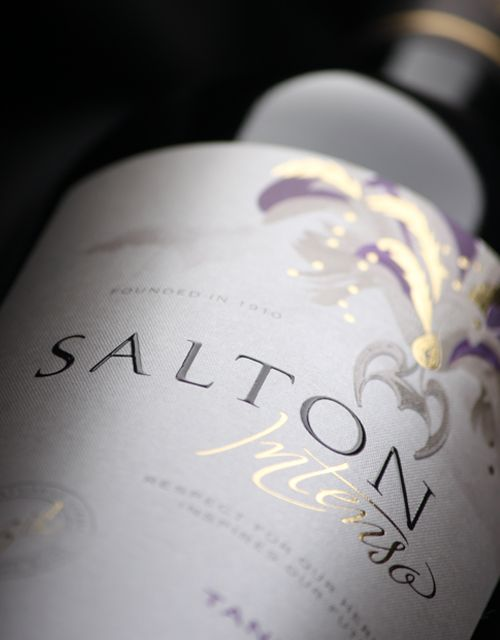 Concept and brand name development plus packaging design for the new brand of Bodega Salton (Brazil's oldest winery). The product is aimed at young people who consume wine regularly. The brand strategy for this export product depicts Brazilian values through an emblematic celebration: carnival.